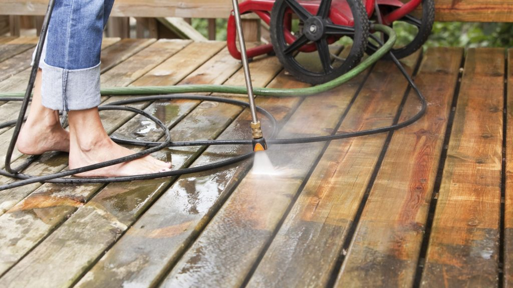 pelesio naikinimas nuo medienos
